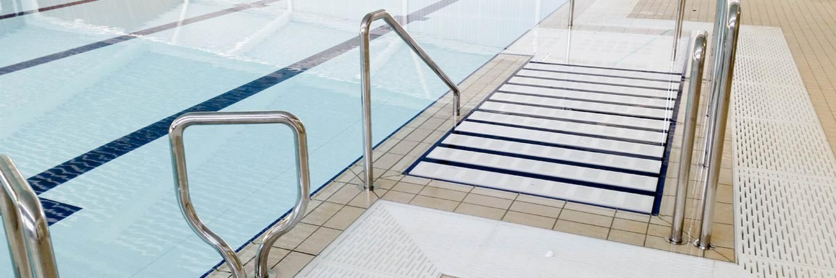 INTEGRATED STAIRS FOR THERAPY POOLS