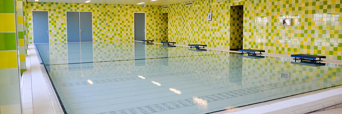 MOVABLE FLOOR THERAPY POOL